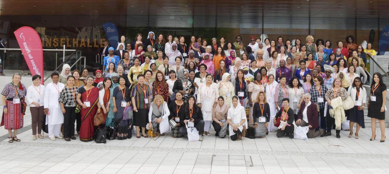 """Религии за мир: """"Женщины – те, кто обеспечивает выживание религии"""""""