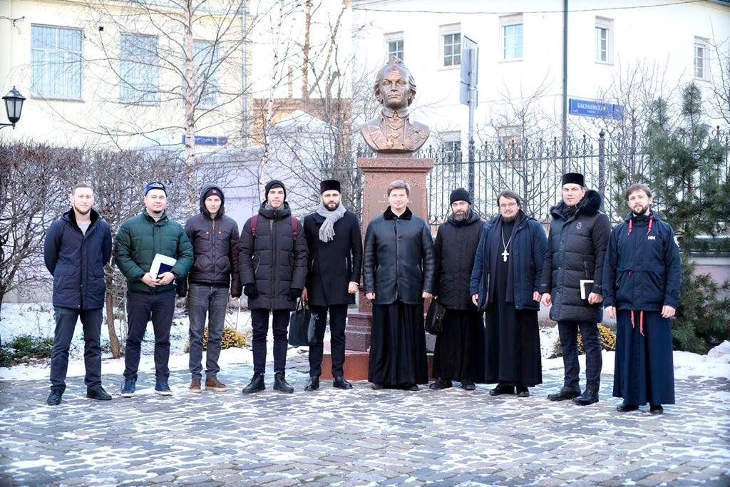 Начал работу московский Межрелигиозный молодежный клуб