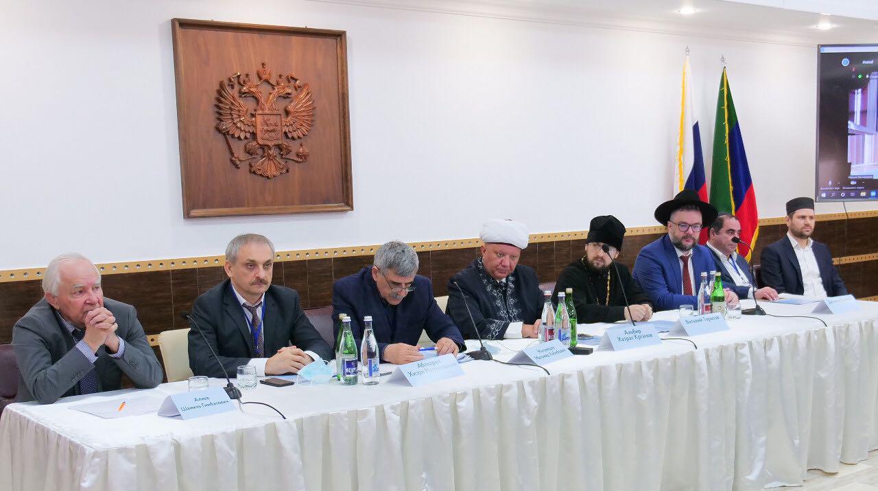 В Махачкале прошла конференция, посвященная межконфессиональному согласию