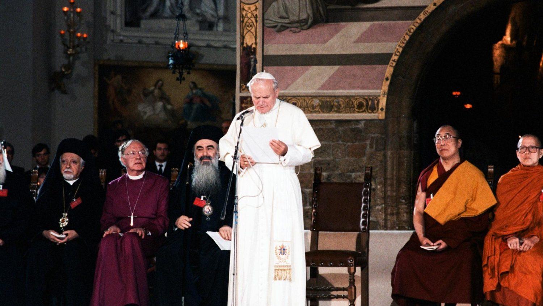 В Ассизи продолжается межконфессиональная молитва о мире