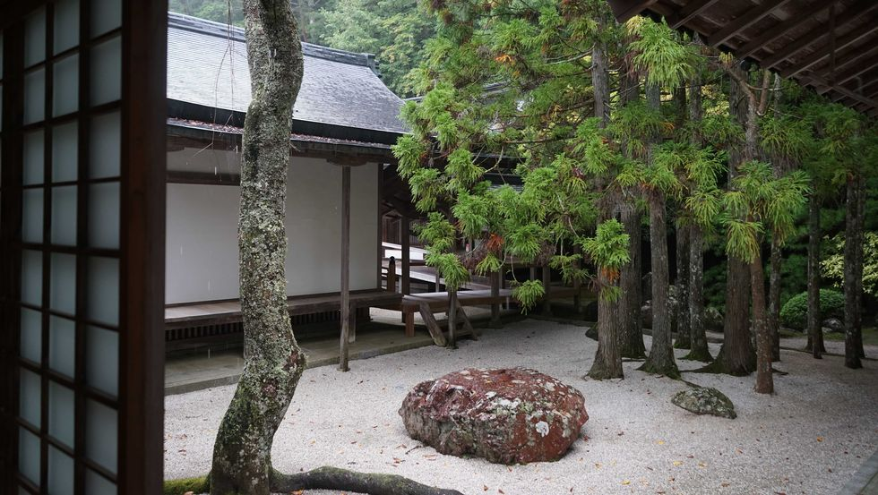 Японский дизайн в стиле дзен: от буддистских песчаных садов до современного минимализма