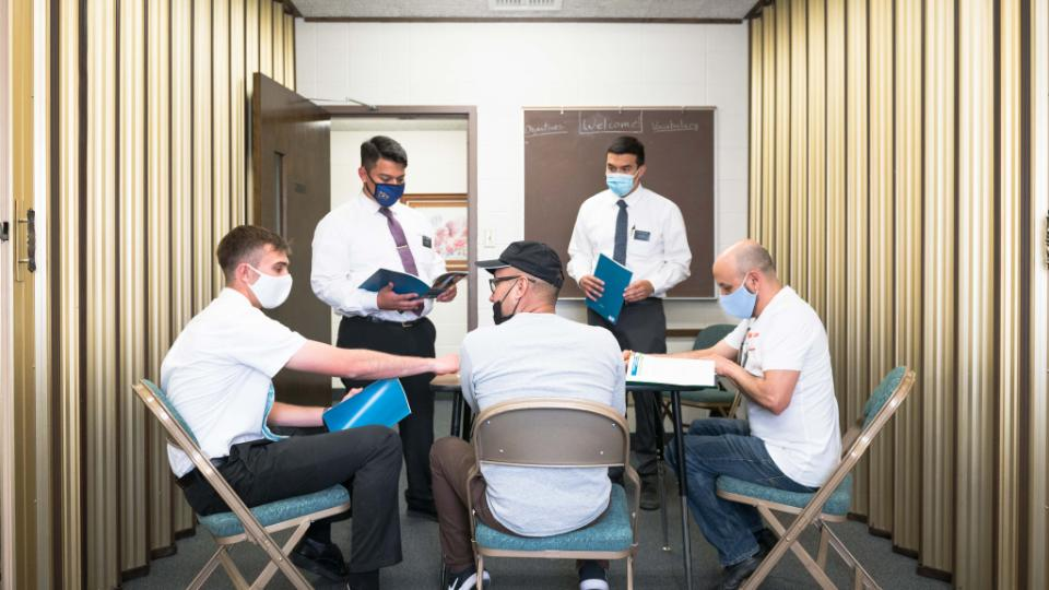 Центры приветствия ЦИХСПД помогают мигрантам и беженцам