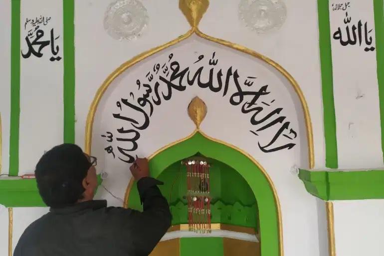 Каллиграф-индуист, чье искусство украшает более 200 мечетей Индии