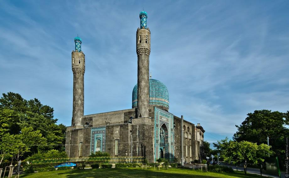 Христианский фонд обратился к Президенту: В России нужно больше мечетей!
