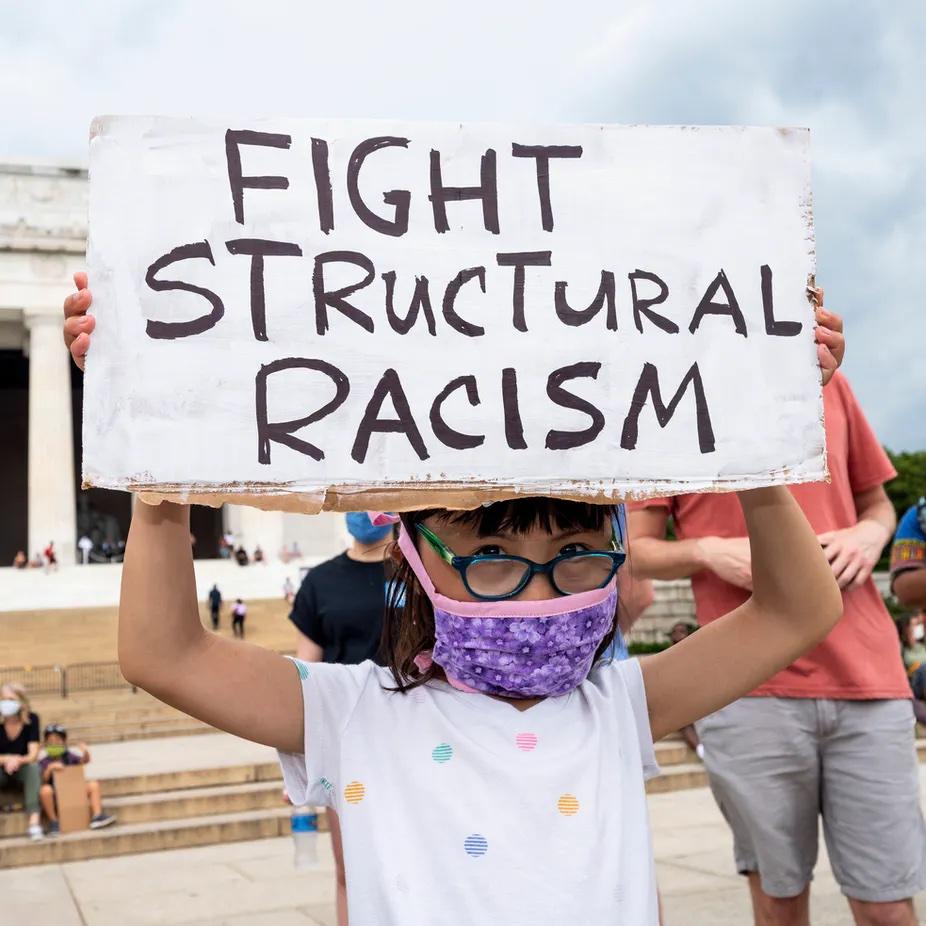 Структурный расизм: что это такое и как он работает