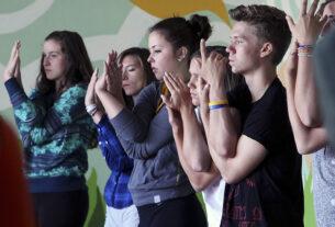 После сложного года, связанного с пандемией, учителя прибегают к помощи медитации