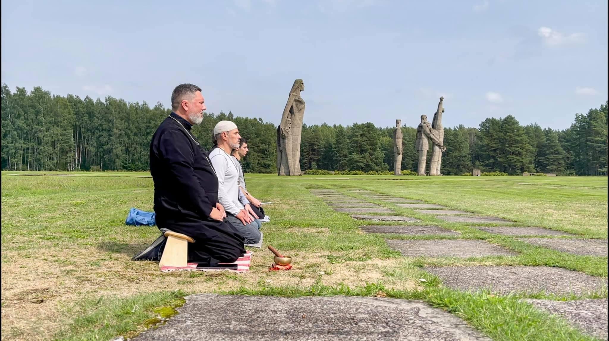 В Саласпилсе состоялась медитация и молитва за погибших в концлагере