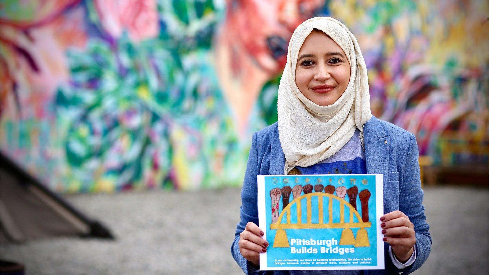 Творчество мусульманской художницы наводит мосты в Питтсбурге