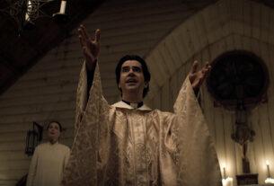 """В фильме """"Полуночная месса"""" есть безбожный ужас и есть пуританские христиане."""