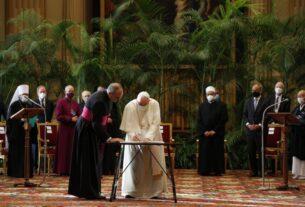 Папа Франциск присоединился к лидерам мировых религий в срочном призыве по климату в преддверии COP26
